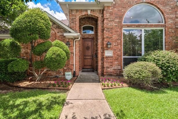2526 Fallview Lane, Carrollton, TX - USA (photo 2)