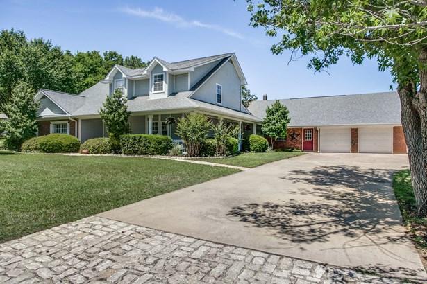 9025 Valleyview Drive, North Richland Hills, TX - USA (photo 2)