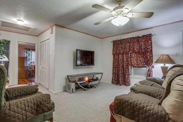 330 N Acres Drive, Balch Springs, TX - USA (photo 4)