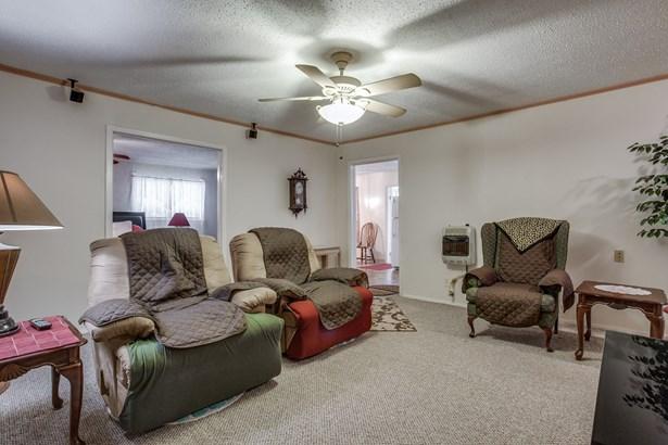 330 N Acres Drive, Balch Springs, TX - USA (photo 5)