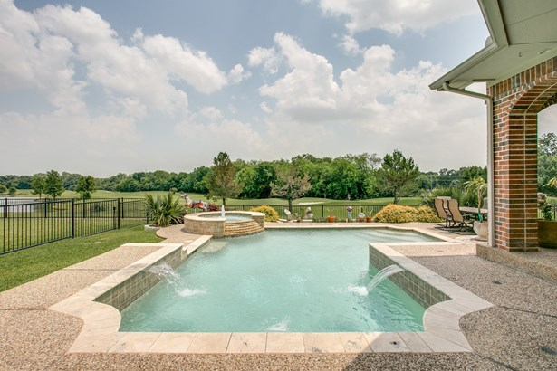 7206 Covewood Drive, Garland, TX - USA (photo 2)