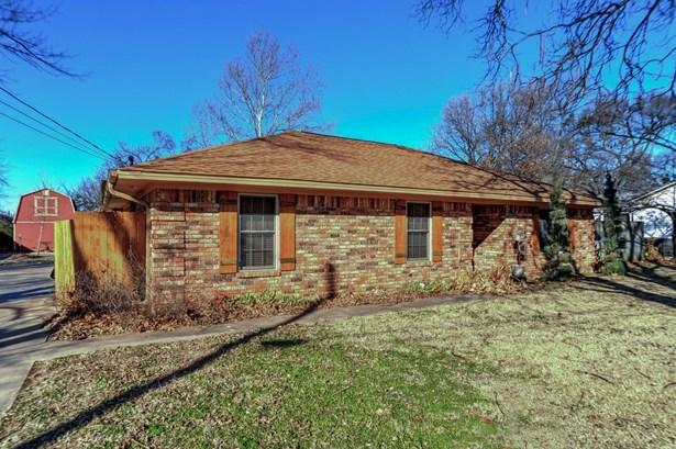 437 W Hughes Street, Collinsville, TX - USA (photo 3)
