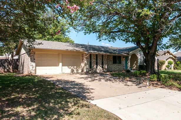 7813 Owen Drive, North Richland Hills, TX - USA (photo 2)