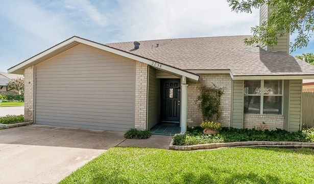 2238 Montclair Place, Carrollton, TX - USA (photo 2)