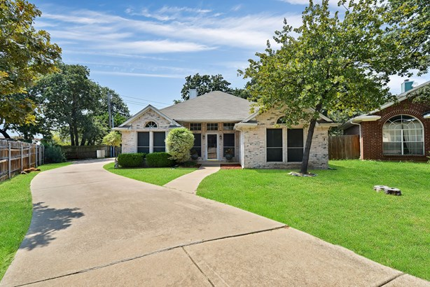 7624 Arbor Ridge Court, Fort Worth, TX - USA (photo 2)
