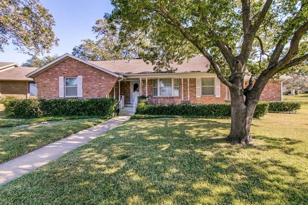 1406 Briar Hollow Lane, Garland, TX - USA (photo 1)
