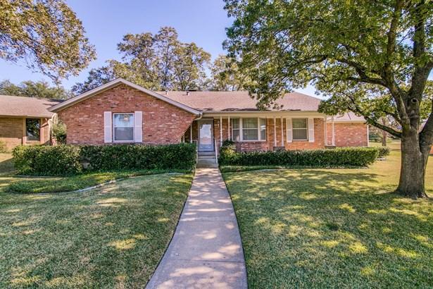 1406 Briar Hollow Lane, Garland, TX - USA (photo 2)