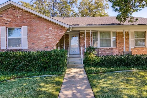 1406 Briar Hollow Lane, Garland, TX - USA (photo 3)