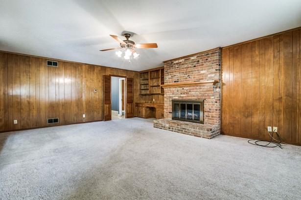 1406 Briar Hollow Lane, Garland, TX - USA (photo 5)