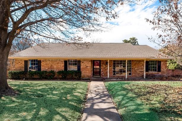 2869 Millwood Circle, Farmers Branch, TX - USA (photo 4)