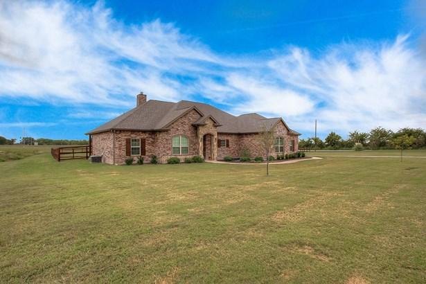 5661 Littlefield Drive, Justin, TX - USA (photo 1)