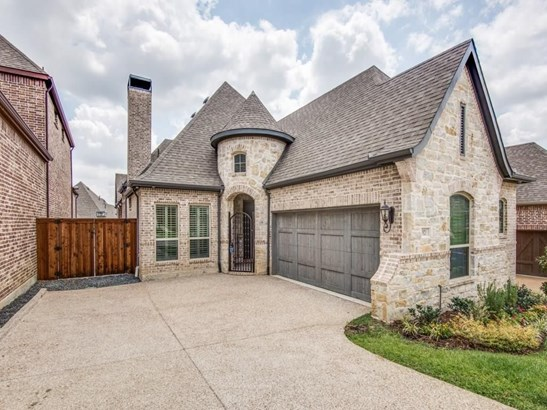 921 The Lakes Boulevard, Lewisville, TX - USA (photo 2)