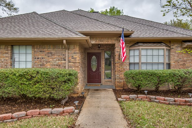 1531 Chisolm Trail, Lewisville, TX - USA (photo 1)