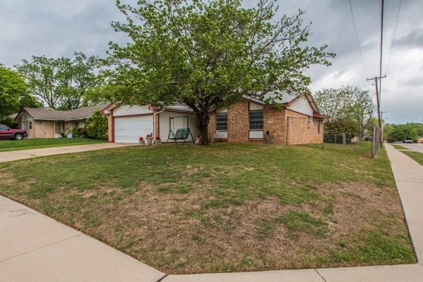 601 Bentwood Drive, Lewisville, TX - USA (photo 2)