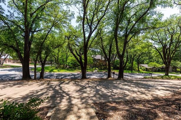 4101 Shady Valley Court, Arlington, TX - USA (photo 2)
