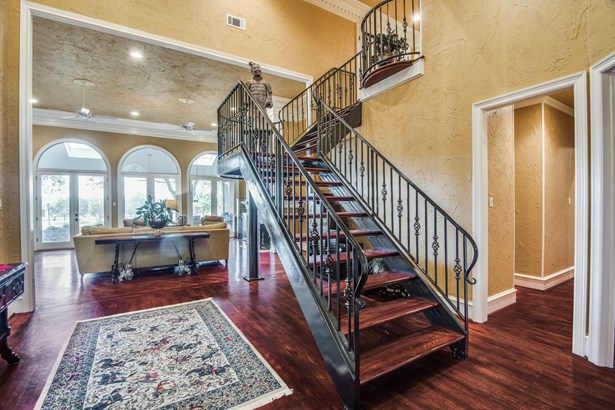 1521 Cottonwood Valley Circle, Irving, TX - USA (photo 5)