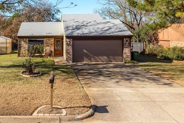 1131 Normandy Drive, Grapevine, TX - USA (photo 2)