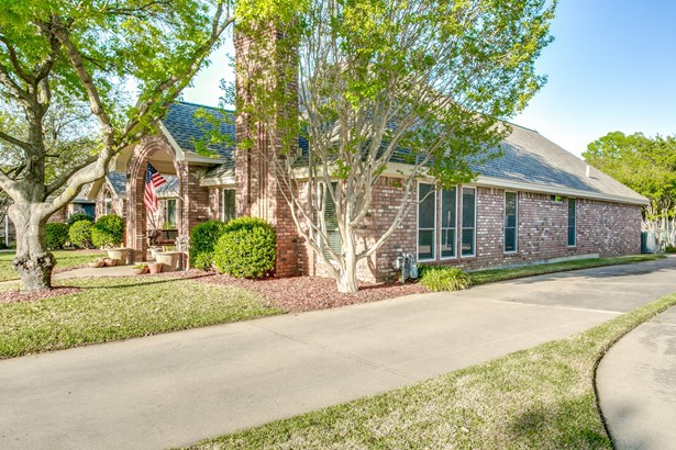 1708 Woodhill Lane, Bedford, TX - USA (photo 3)