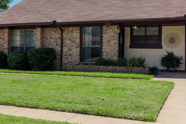 2923 Hilltop Drive, Euless, TX - USA (photo 2)