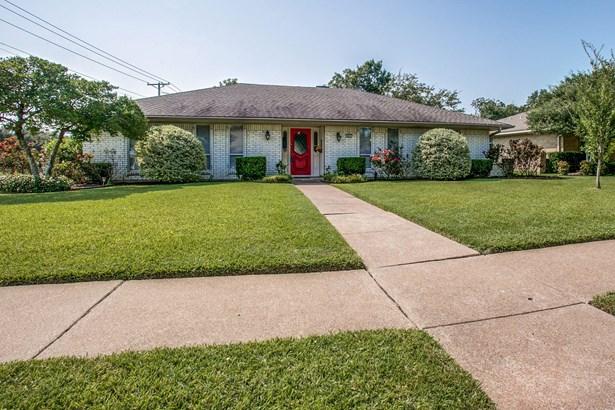 802 Colchester Street, Garland, TX - USA (photo 1)