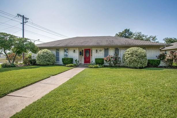 802 Colchester Street, Garland, TX - USA (photo 2)