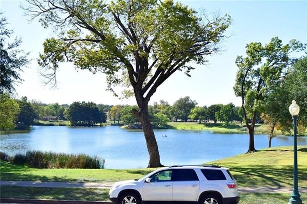 816 Blaylock Drive Right, Dallas, TX - USA (photo 2)