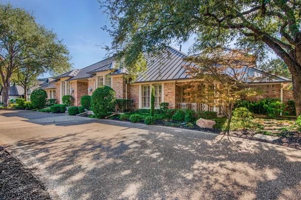 5922 Club Oaks Drive, Dallas, TX - USA (photo 2)