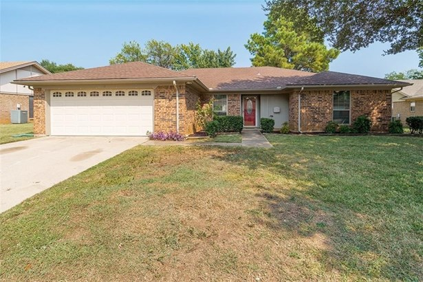 1108 Meadowview Drive, Euless, TX - USA (photo 2)