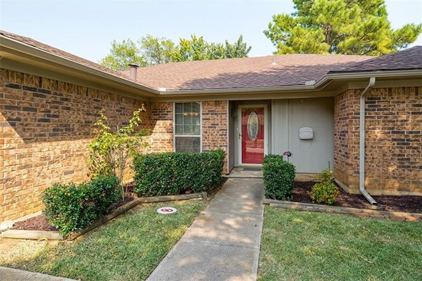1108 Meadowview Drive, Euless, TX - USA (photo 3)