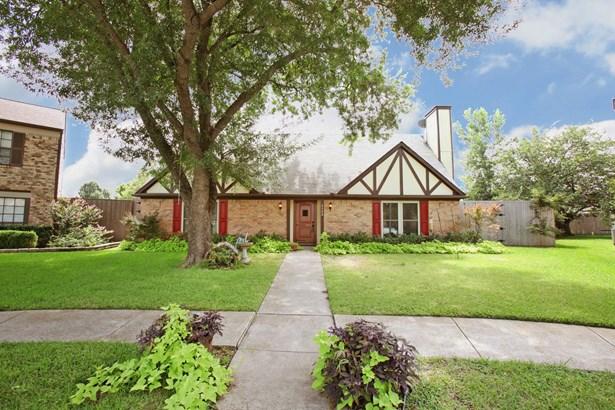 2302 Sweetbriar Court, Mesquite, TX - USA (photo 2)