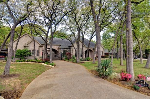 1014 Oak Tree Drive, Fort Worth, TX - USA (photo 2)