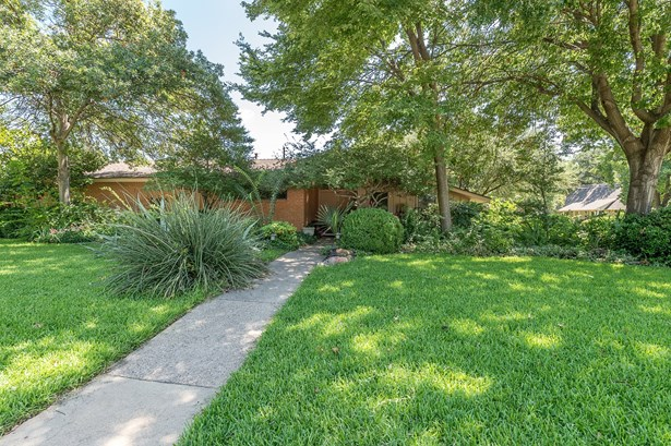 1300 N Cottonwood Drive, Richardson, TX - USA (photo 3)