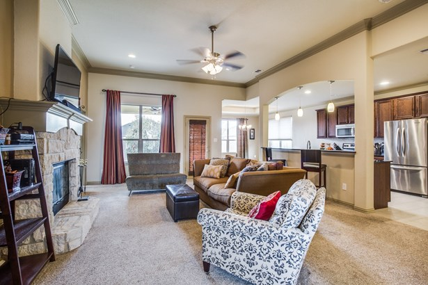 317 Valley Drive, Aubrey, TX - USA (photo 5)