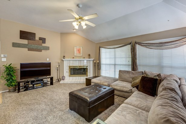 1729 Bennington Drive, Carrollton, TX - USA (photo 5)