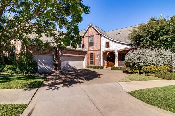 1219 Winding Brook Drive, Garland, TX - USA (photo 2)