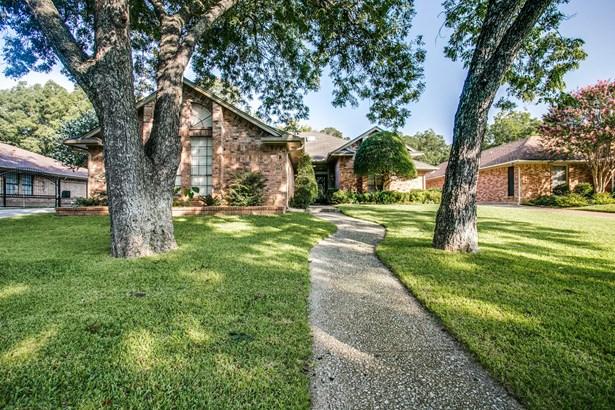 3901 N Shadycreek Drive, Arlington, TX - USA (photo 1)