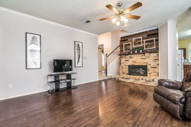 2702 Kingsbury Drive, Garland, TX - USA (photo 3)