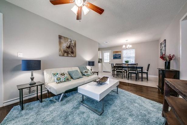 1407 Longview Street, Mesquite, TX - USA (photo 3)