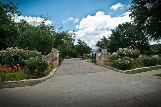 2300 Willow Bend Drive, Plano, TX - USA (photo 2)