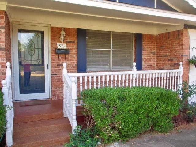 821 Circle Drive, Terrell, TX - USA (photo 2)