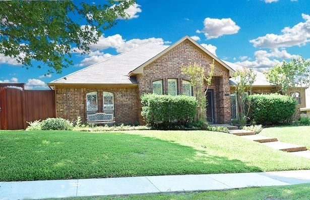 2328 Heatherwoods Way, Carrollton, TX - USA (photo 1)