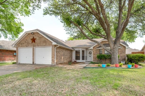 6712 Richfield Drive, North Richland Hills, TX - USA (photo 2)
