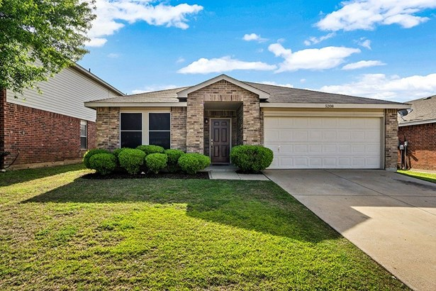 5208 Newcastle Lane, Fort Worth, TX - USA (photo 1)