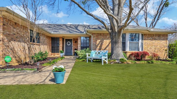 5105 Wind Rock Court, Arlington, TX - USA (photo 3)