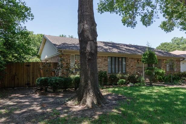 8483 Sweetwater Drive, Dallas, TX - USA (photo 2)
