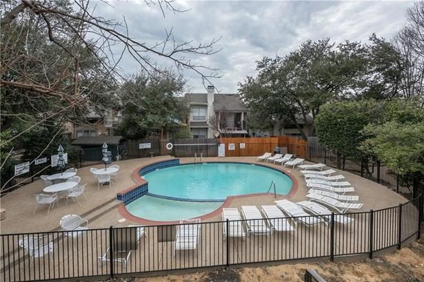 2956 Country Place Circle, Carrollton, TX - USA (photo 4)