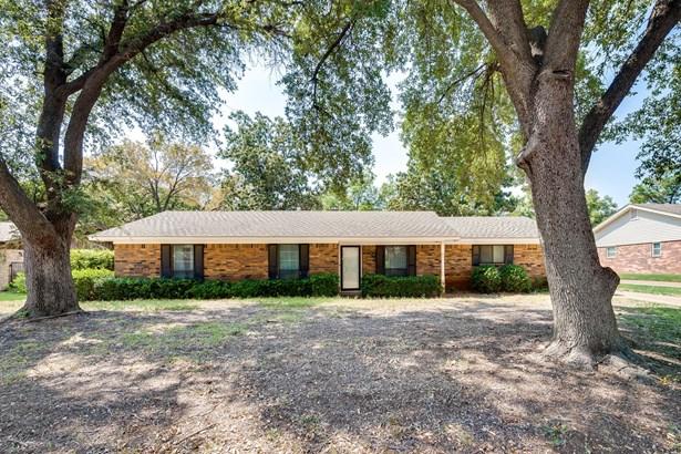 1702 Oakridge Drive, Pantego, TX - USA (photo 1)