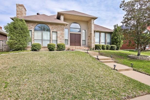 2031 Hearthstone Drive, Carrollton, TX - USA (photo 1)