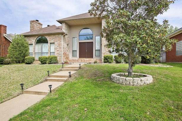 2031 Hearthstone Drive, Carrollton, TX - USA (photo 2)