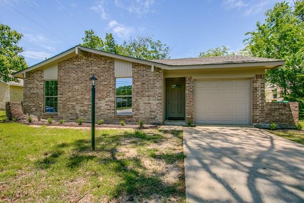 213 Mockingbird Lane, Denton, TX - USA (photo 1)